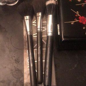 Authentic Mac make up brushes